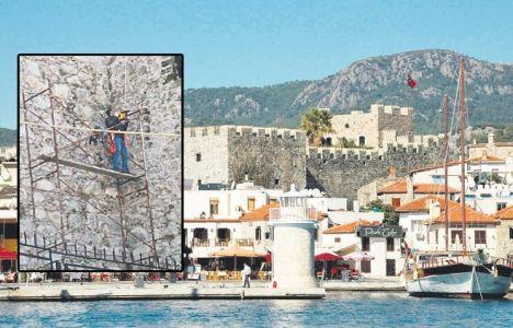Marmaris Kalesi'nin duvarları klima takılması için hilti ile delindi!