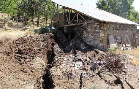 Erzincan'daki heyelanda 24 ev hasar gördü!