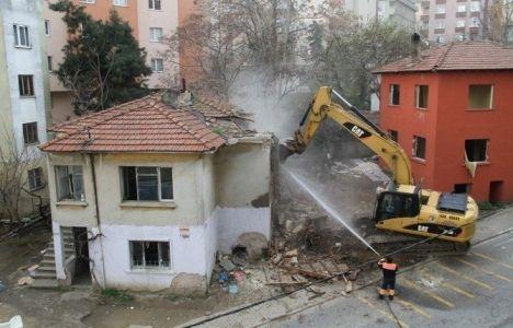 Kartal Karlıktepe'de metruk binalar yıkıldı!
