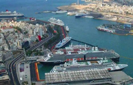 Yunanistan Pire Limanı Çinliler'e satıldı!