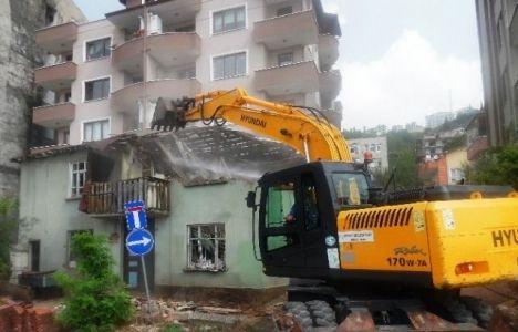 Kocaeli İzmit'te harabe yapılar yıkılıyor!
