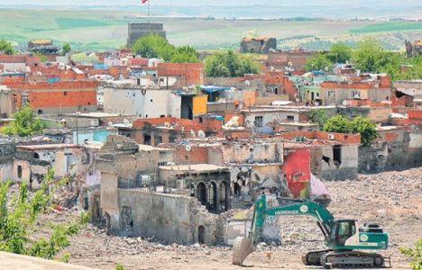 Sur'daki tescilli tarihi yapılar tamamen yıkıldı!
