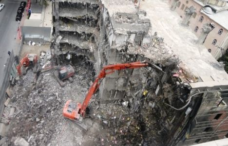 Bina yıkılmadan önce asbestli malzeme incelemesi yapılmalı!