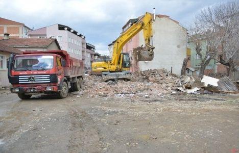 Bursa İnegöl'de tehlikeli binalar yıkılıyor!