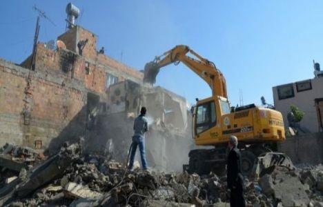 Sur'da bin 312 yapı yıkıldı!