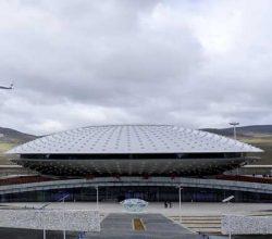 Çin'de dünyanın en yüksek havaalanı açıldı