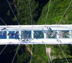 Dünyanın en yüksek cam köprüsü kapatıldı!