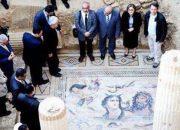 2 Bin Yıllık Mozaikleri, Üzerine Basarak Tanıttılar