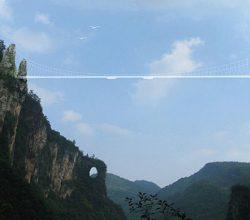 Dünyanın En Uzun ve En Yüksek Cam Tabanlı Köprüsü Çin'de Yapılıyor