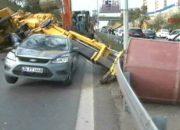 Vinç devrildi, yol trafiğe kapandı !