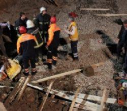 İnşaat temeli kazısında toprak kayması: 2 yaralı