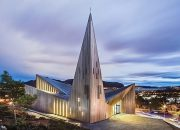 Köşeli Formu ile Dikkat Çeken Kilise
