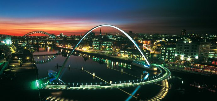 Gateshead Millennium Bridge – Blinkinh Eye Bridge (Göz Kırpan Köprü)