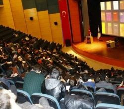 """""""Ahşap Malzemelerin İnşaat Sektöründe Kullanımı"""" Konulu Konferans SAÜ'de Düzenlendi"""