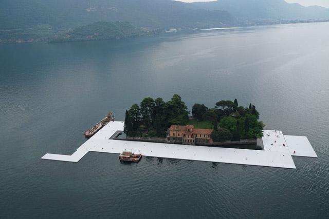 İtalya'da Göl Üzerine Yürüyüş Platformu İnşa Ediliyor