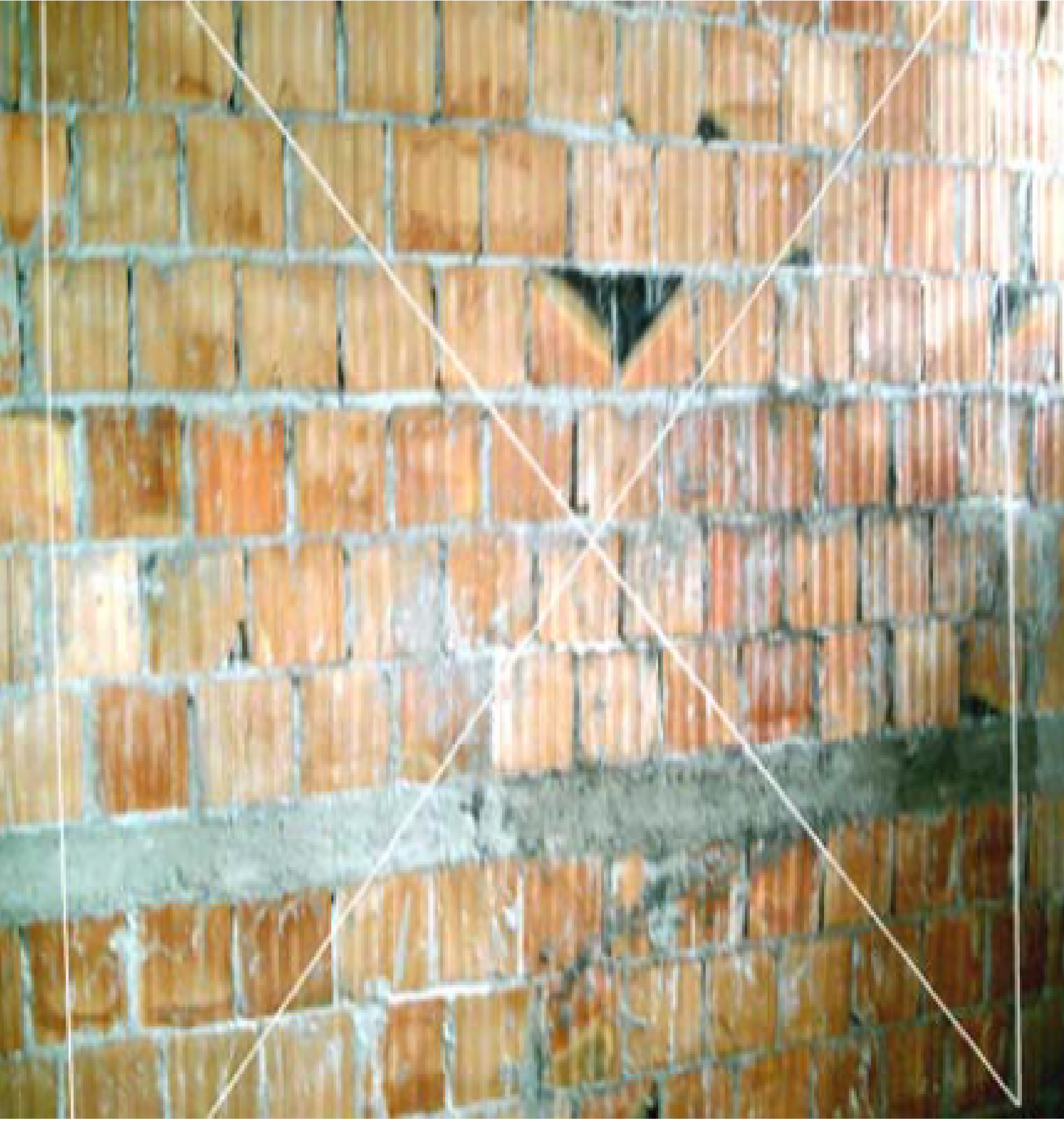 duvara ip çekilmesi