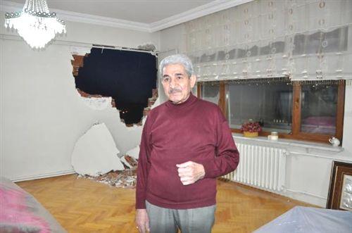 Hasarlı binayı yıkarken, sağlam binaya zarar verdiler