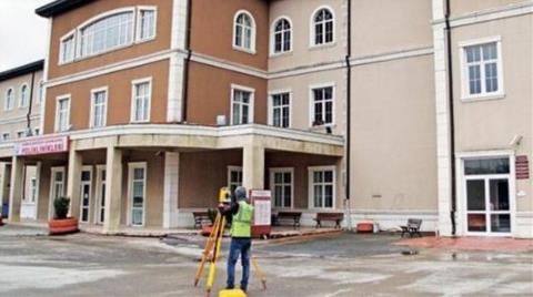 Duvardaki Çatlağı Makyajlayıp Hastaneyi Yeniden Açtılar