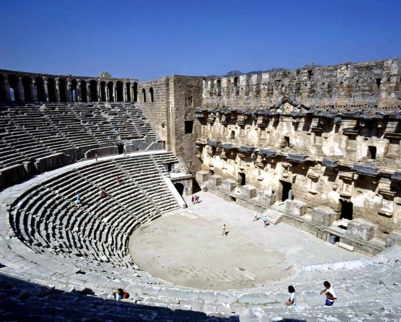 Antik tiyatro sağlamlaştırılıyor