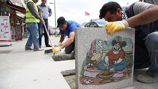 Kadıköy Kaldırımlarında Karikatür Şöleni