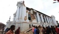 Nepal 7,8 büyüklüğündeki depremle sallandı !