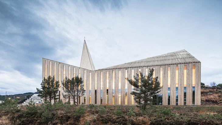 reiulf-ramstad-architects-community-church-knarvik-designboom-03