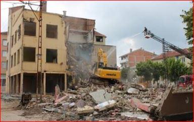 Yalova'da riskli yapılar yıkılıyor!
