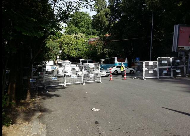 Yıldız Sarayı Dış Karakol Binası'nın Tahliyesine Direnen Mimarlar Odası Üyeleri Gözaltında